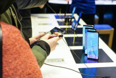 ممنوعیت واردات گوشیهای تلفن همراه بالای ۳۰۰ یورو صحت ندارد