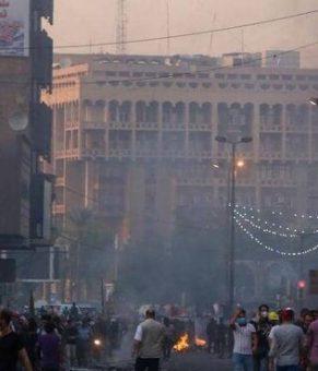 آتشسوزی در ساختمانی دولتی و یک ساختمان تجاری در بغداد/ ادامه التهاب در استانهای جنوبی
