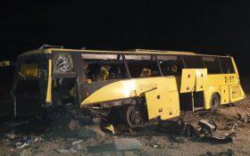 برخورد اتوبوس با گاردریل با یک کشته و ۲۰ مجروح