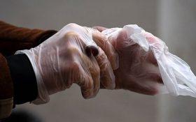 محققان: پوشیدن دستکش ویروس  کرونا را پخش میکند
