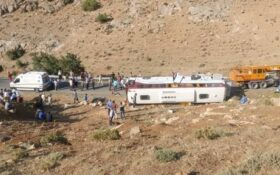 واژگونی اتوبوس خبرنگاران در آذربایجان غربی /فوت ۲ خبرنگار
